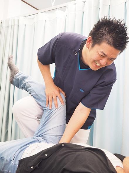 北名古屋市 腰痛の整体 骨盤矯正 施術中2
