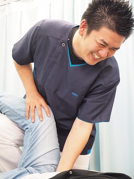 北名古屋市 腰痛の整体 骨盤矯正 施術中3